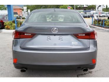 2016 Lexus IS - Image 5