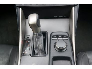 2016 Lexus IS - Image 26