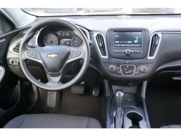 2017 Chevrolet Malibu - Image 22